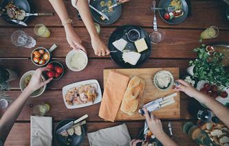 gay-meal-sharing-travel